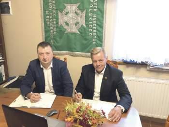Prezes Banku Michał Chabel i Bogdan Formella